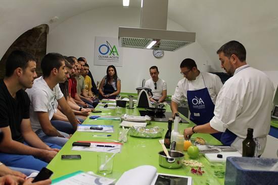 Dani García y David Olivas imparten una Master Class sobre Aceite de Oliva Extra Virgen en nuestra Aula de Cocina